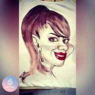 کاریکاتور روی تیشرت زنانه ۱