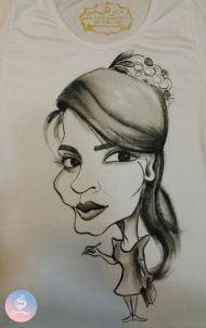 کاریکاتور چهره خانم طراح روی تیشرت